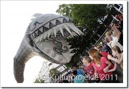 Magisches Open-Air-Spektakel am Ku´damm am Sonntag (04.09.2011) in Berlin . Fliegende Drachen , Fische , Voegel , Seeschlangen und ein gigantischer Happy Birthday Ku´damm - Heissluftballon lassen den Ku´damm am verkaufsoffenen Sonntag abheben .